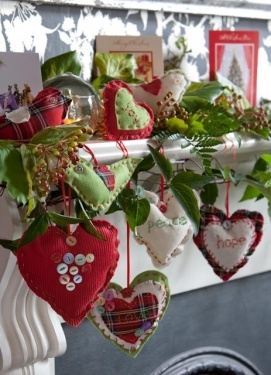awww, hearts and Christmas! So cute, and if you didn't get it all put away in a timely manner, well, call it Valentines! ;)