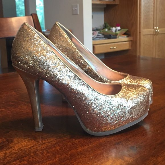 Gold Glitter Pumps Gold glitter ~4 inch heel, 1 inch platform, non-slip cloth insert placed in them to keep bare feet from sliding in them 😊 wore them ONE TIME Sofía Vergara Shoes Heels