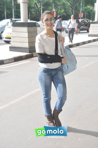 Alia Bhatt snapped at Mumbai International Airport