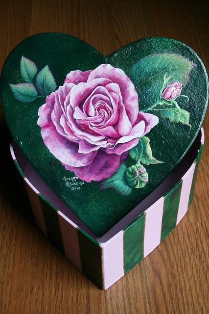 PINK ROSES HEART BOX