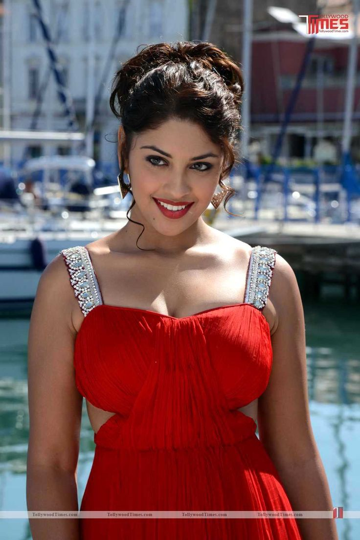 Richa Gangopadhyay Hot Stills:- http://www.tollywoodtimes.com/en/photo-gallery/fullphoto/h851syfmtk/101784