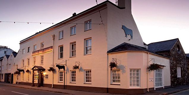Luxury hotels in Anglesey : Ye Olde Bulls Head Inn, Beaumaris : Welsh Rarebits