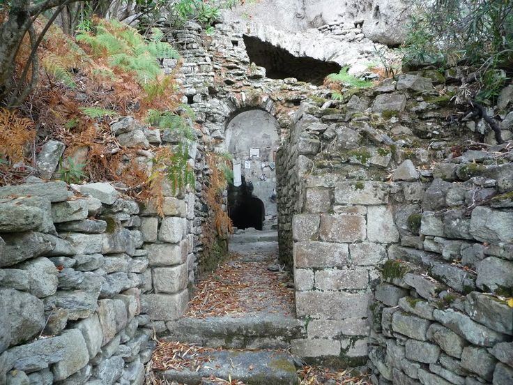 Montecristo: La Grotta del Santo