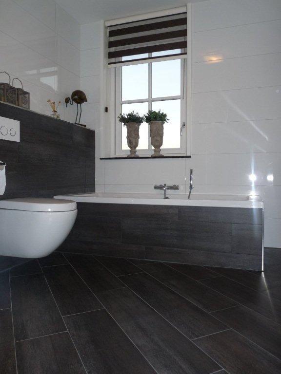 Keramisch hout tegels ook voor in de badkamer via Van Dijk Tegels Dordrecht
