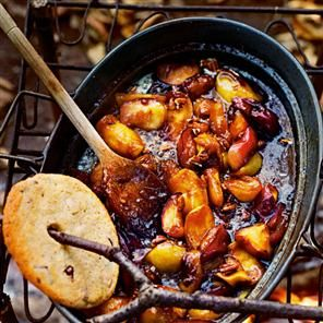 Cinnamon toffee apple wedges recipe. Sticky, gooey and sweet, this dessert apple recipe can be finished over the bonfire.