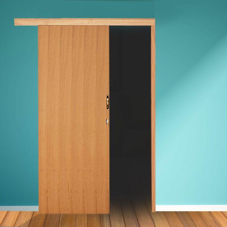 A porta de correr é uma ótima opção para quem tem pouco espaço disponível, mas não gosta do design das portas sanfonadas. Além de haver modelos em aço e madeira.