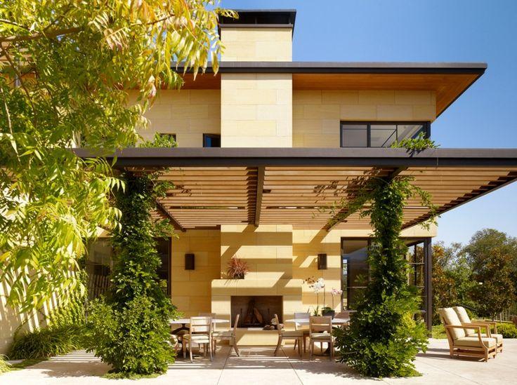 Pergola Aus Holz Als Anbau Eines Modernen Zweistöckigen Gebäudes
