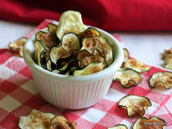 Zucchini Chips - 5 Minute Microwave Recipe or Bake in the Oven | www.dinner-mom.com | #zucchini #chips