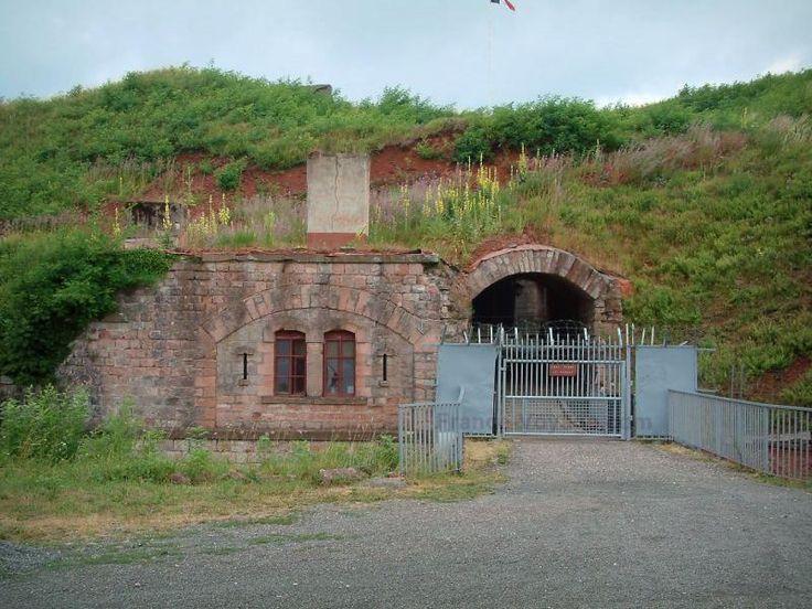 Le fort Dorsner - Guide tourisme, vacances & week-end dans le Territoire de Belfort -Situé à Giromagny, ce fort a été construit en 1874 dans le but d'empêcher toute invasion entre le Ballon d'Alsace et la ville de Belfort. Il est aujourd'hui possible de visiter ce fort qui est l'un des plus importants de l'est de la France.