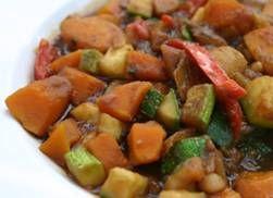 Goddelijke vegetarische stoofpot met, ja, pompoen, courgette en venkel. Voor de herfst.