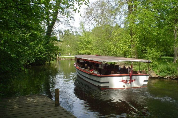 """Riverboat H.C.Andersen at """"Fruens Bøge"""", Odense. (Boat-company's 125 year's aniversary)"""