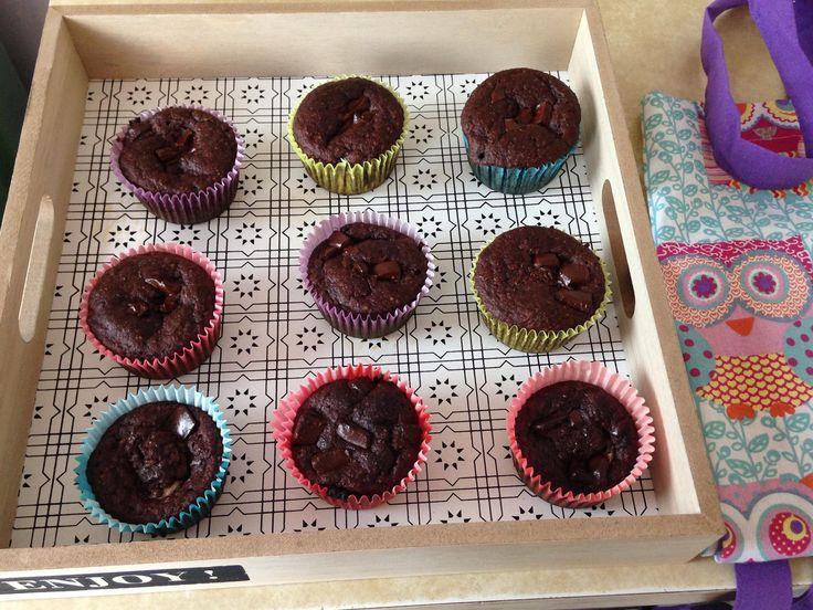 Paleos muffinok :) mandulaliszt, tojás, citromlé, étcsoki darabkák (75%-os) banán, fahéj, holland kakaópor, eritrit