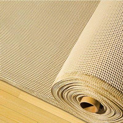 Tela Antiderrapante Bege 50cm de comprimento - 1,20m de largura Cada unidade refere-se a um pedaço de 50cm de comprimento por 1,20m de largura. Para adquirir 1 metro, selecione 2 unidades. Espaçamento entre Tramas: 3 x 3 mm aproximadamente Tela de poliéster antiderrapante com revestimento em PVC. Serve de base para apoio de móveis, tapetes e utensilios domésticos, evitando escorregar ou deslizar no piso. Também pode ser utilizada como base em trabalhos feitos com Talagarça ou similares. ...