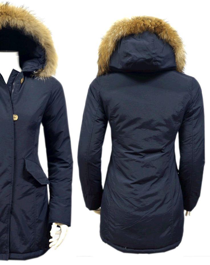 Fashion Planet heeft een ruime collectie winterjassen en bontjassen voor zowel damesals heren. Onze Heren jassen kunt u online bestellen maar u kunt deze jassen met bontkraag ook komen passen in onze winkel in Amsterdam.- Dames Blauwe Parka Jas met Bont DJ025 | Modedam.nl- Voor de koude Winter