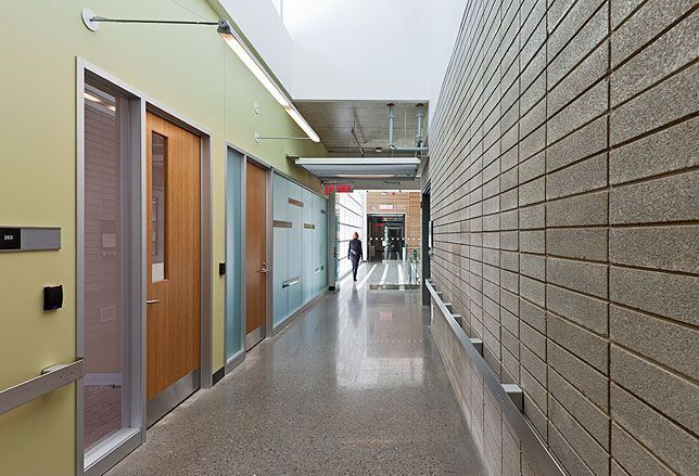 CANMET Material Technology Laboratory / Diamond Schmitt Architects (1)
