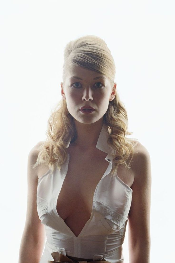 hot image in the nude in rosamund pike