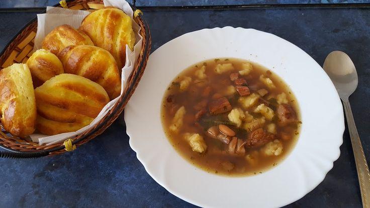 Bableves csipetkével és krumplipogácsával