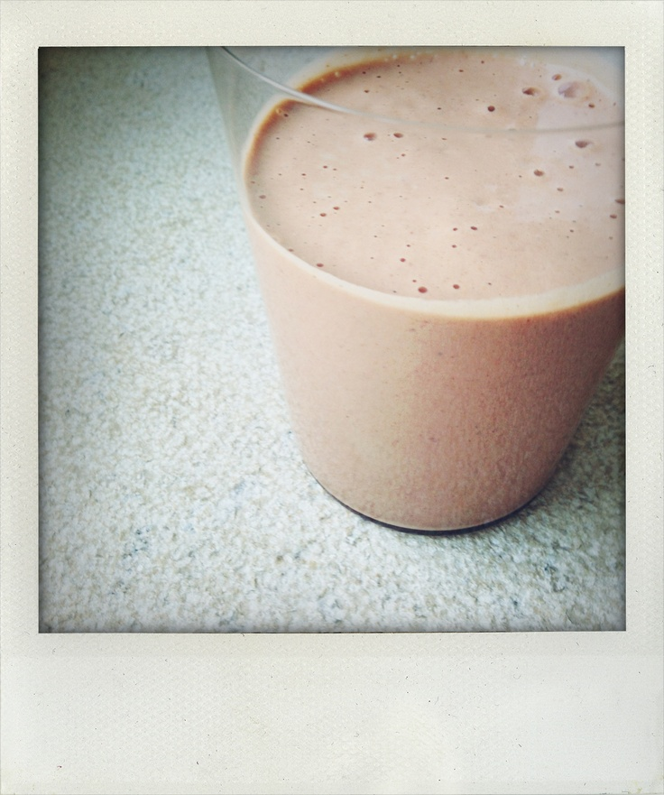 Day 8 lunch: Vanilla 'Clean' shake with sprouted almonds, soaked goji berries, raspberries, coconut oil and almond butter.