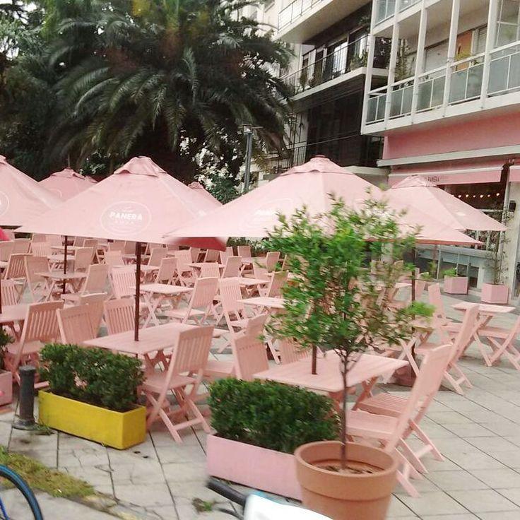 La Panera Rosa em Buenos Aires - Argentina. Não é uma lindeza?  Logo mais postarei no blog (que anda meio largadinho) sobre Buenos Aires, com dicas para quem quer economizar, pontos turísticos e etc.   .  .  .  .  #viagem #buenosaires #lapanerarosa #fotododia #umtoquedeframboesa