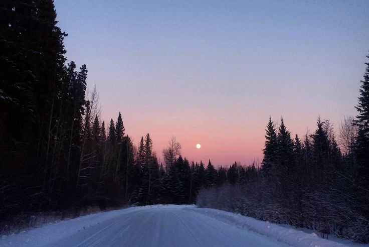 ...The gorgeous full moon to conclude the last sunset of 2017 definitely aimed to please... ____________________________________________________ - For an unrelated article about revolutions around the planet  try this:  http://ift.tt/2xXexpI  Fort McMurray Alberta Canada.  Feel free to 'repost' and 'share' :-) :-) _________!  #travel #instatravel #bbctravel #instafollow #talentagent #talentmanager #backpacking #traveling #natgeo #wanderlust #nature #saskatchewan #picoftheday #regina…