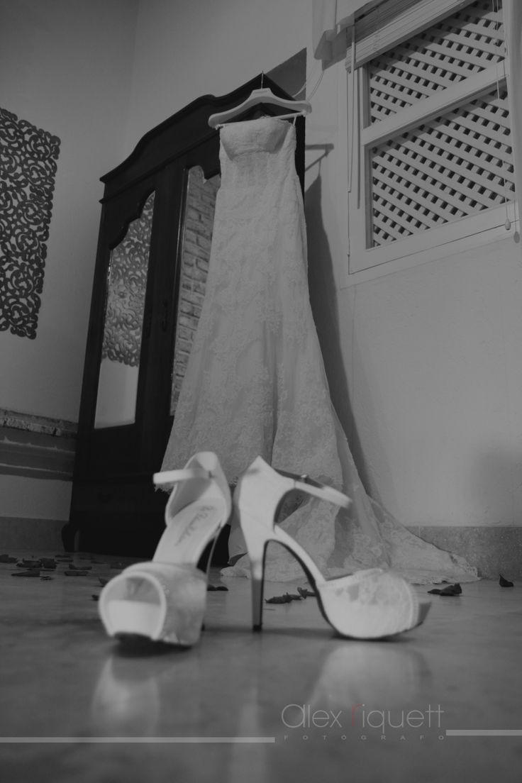 Accesorios de novias #vestido#zapatillas#preparativos#compromiso#amor#bodas#  www.alexriquett.com