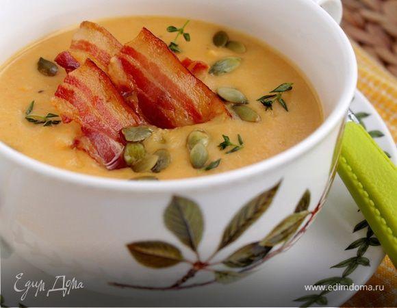 Тыквенно-картофельный суп-пюре с беконом Легкий, солнечный и очень вкусный суп! Суп подавать с кусочками бекона, тыквенными семечками, украсив листочками тимьяна. #едимдома #рецепт #готовимдома #кулинария #домашняяеда #тыква #картофель #суппюре #бекон