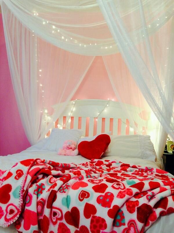 1000 images about bedroom fairy lights on pinterest kids rooms string lights and pretty bedroom for Young woman bedroom and string lights