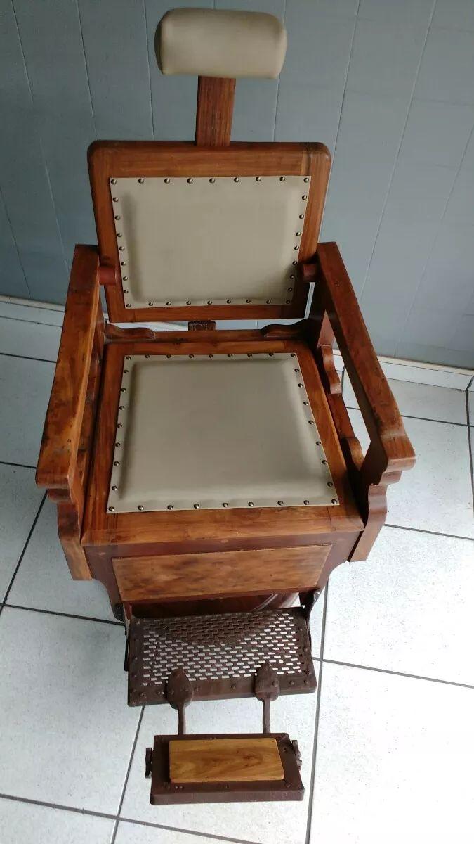 Cadeira De Barbeiro Antiga 1950 Em Madeira Jacarandá - R$ 4.500,00 no MercadoLivre