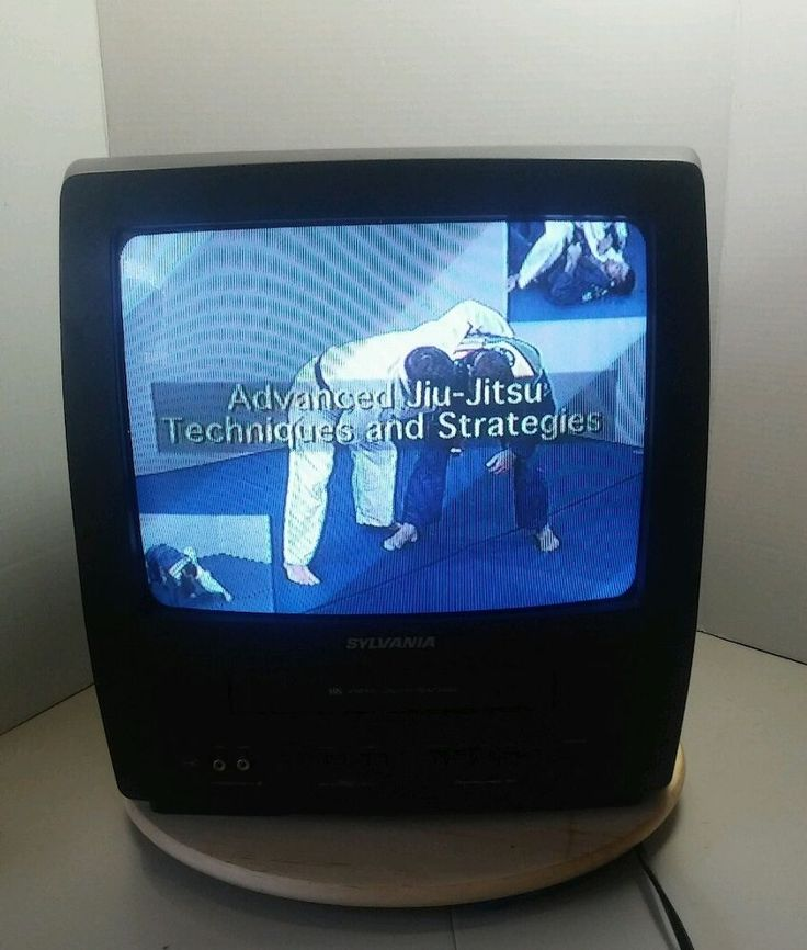 """Gaming Black SYLVANIA 13"""" TV VCR COMBO SSC132 CRT Color Television w/ Remote…"""