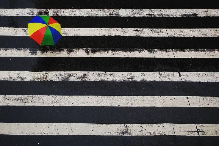 Lembranças de uma manhã chuvosa de outono. #babiloniazeroonze #saopaulo #saopaulowalk #huntgramcuration #achadosdasemana #rain #sãopaulo #tvminuto #fotografiadecelular #streetphotography #streetphotographer #fotografiaderua by aurch