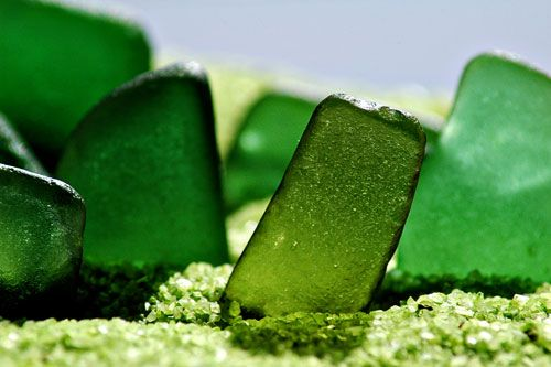 square sea glass: Emeralds, Glasses Green Glasses, Squares Sea, Beer Bottle, Beaches Glasses, Shades Of Green, Sea Glasses, Lakes Erie, Seaglass