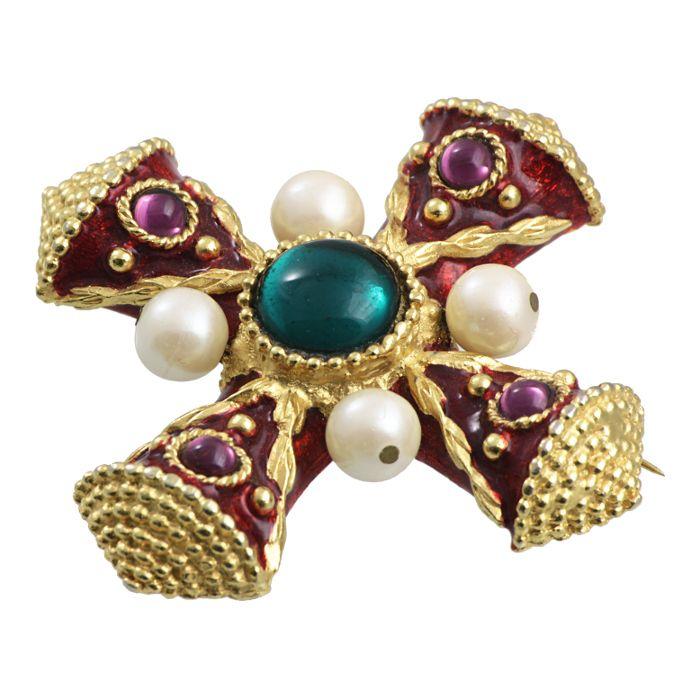 винтажная брошь в виде мальтийского креста с эмалью и искусственным жемчугом vintage  jewel  bijouterie  rarity  eXCLUSIVE  collector's item  style  fashion