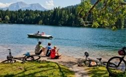 Der Hintersee in Ramsau ist ein kleiner, glasklarer Gebirgssee. Sein Wasser entspringt dem Nationalpark, auch der Hintersee zählt zu den saubersten Seen Deutschlands