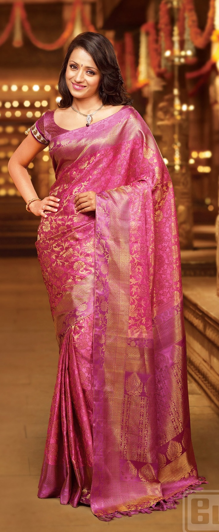 Trisha looks amazing in this samutrika pattu by pothys. I like how subtly the colours blend, creating an elegant look.