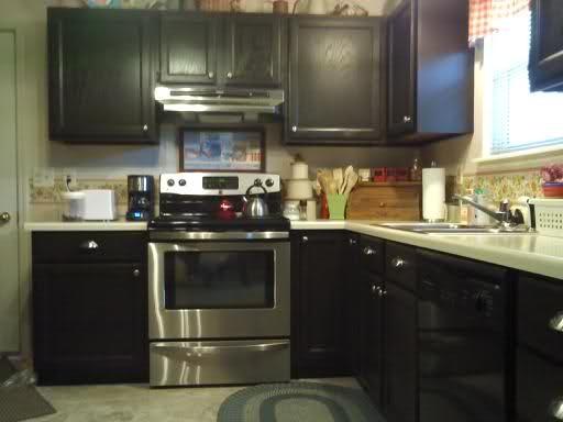 She transformed her builder grade oak cabinets using for Builder grade oak kitchen cabinets