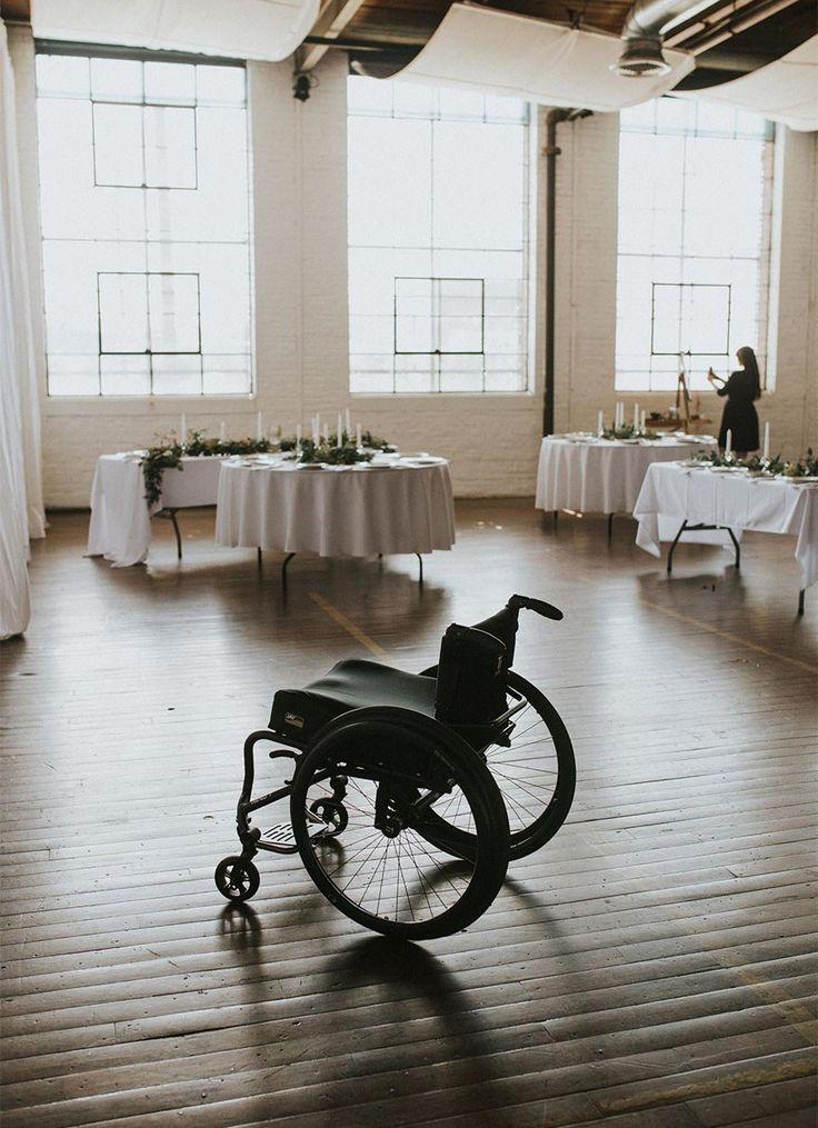 Esta noiva paraplégica saiu da cadeira de rodas para caminhar até o altar <3