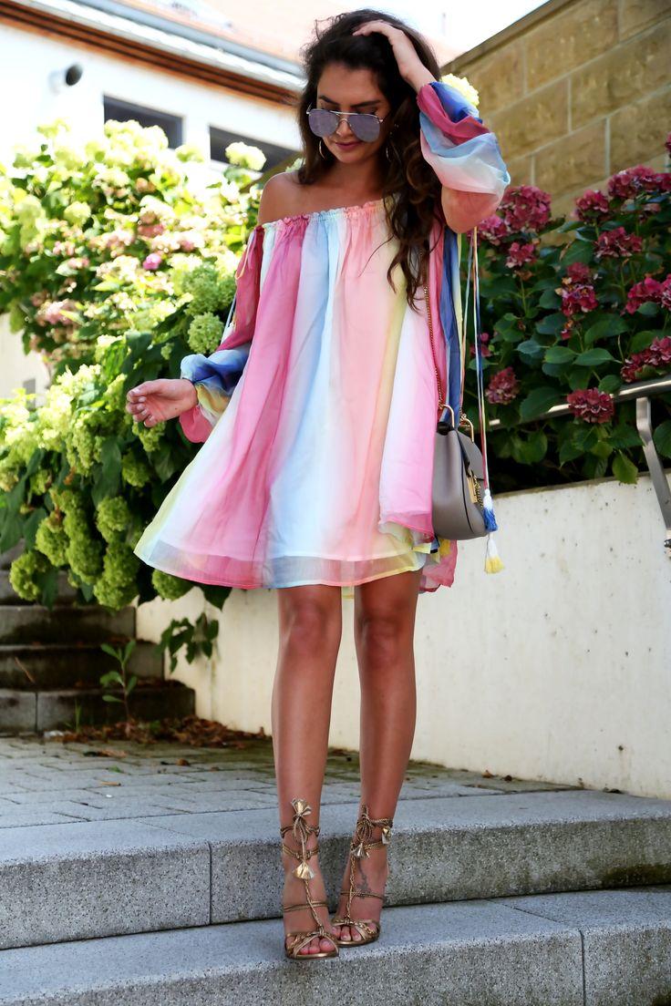 dress:(get here)// sandals: Pura Lopez (similar here/here/here) // bag:Chloé// sunglasses:LeSpecs// earrings:Amber Sceats dress: (get here)// sandals: Pura Lopez (similar here/here/here) // bag: Chloé// sunglasses: LeSpecs // earrings:Amber Sceats Ich liebe dieses Regenbogen Kleid in Wasserfarben , welches ich vor einigen Wochen erhalten habe. Bevor das Wetter nicht mehr mitspielt , dachte ich , sollte ich ……