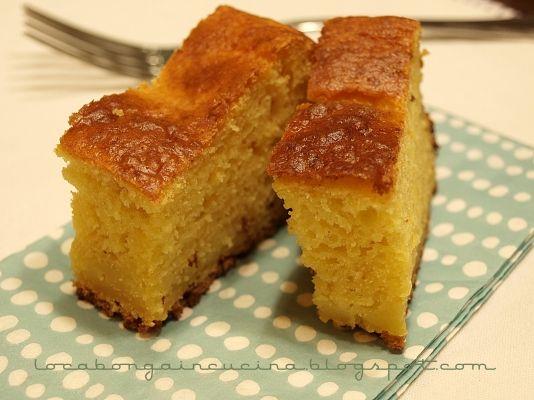 Questa è una di quelle torte morbide e allo stesso tempo un po' umide, non troppo dolce, e molto profumata.Per la colazione o la merenda una fettina è sempre perfetta!