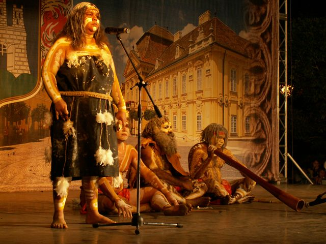 """The Troupe: The Descenadance Aboriginal and Torres Strait Islander Dance Theatre come from Ngaru Dance Company, Sidney's first professional independent traditional Aboriginal and Torres Strait Islander Dance troupe which has changed its name to """"Descendance"""" in year 2000."""