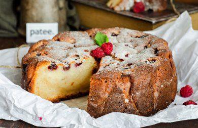 Творожный кекс-пирог с малиной