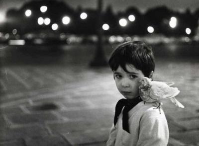 """Robert Doisneau - Portrait du fils de Pierre Derlon pour le livre """"L'Enfant et La Colombe"""" co-écrit avec James Sage, circa 1970"""