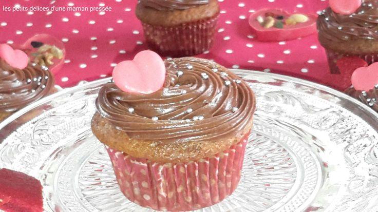 Samedi nous serons le 14 février et le 14 février c'est … la Saint Valentin ! Alors j'ai décidé de préparer de beaux cupcakes pour mon mari… mais des cupcakes surprises &#82…