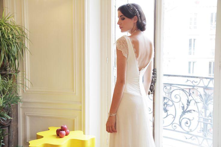 AMARILDINE Paris   Robes de mariée - Robes de mariage   Collection 2012 Belle devant, belle derrière, peut-être une de mes préférées. 3000 euros d'près OUI magazine