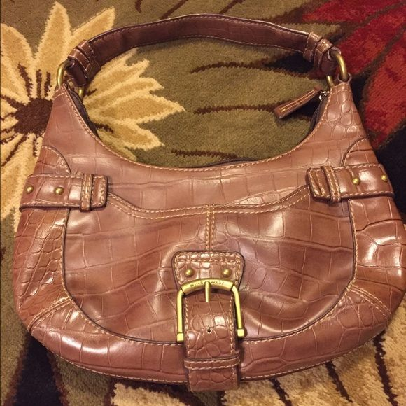 Final markdown ⬇️Brown Nine West Purse Excellent used condition- if I remember correctly it was only used one time! Final markdown price unless bundled. Thanks!  Nine West Bags