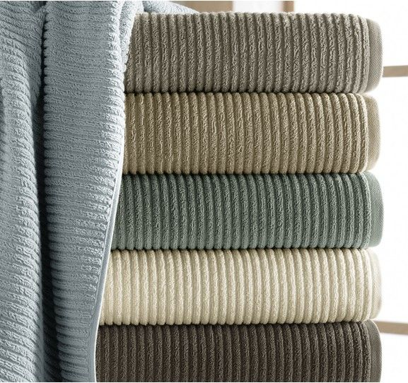 We love design and quality and kassatex offers both in for Salle de bain towels