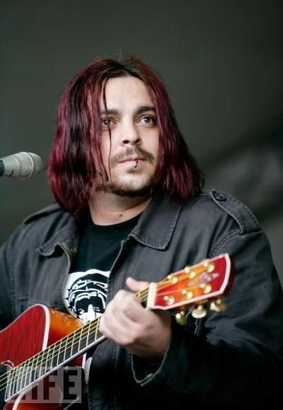 Shaun Morgan of Seether. His voice is absolutely amazing ♡