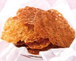 Kletskoppen: Verwarm de oven voor op 170 °C. Rasp een kwart van 1 sinaasappel en pers 40 ml sap uit (de rest van de sinaasappel hou je over). Meng 30 g boter; 25 g bloem; 100 g suiker en 30 g geschaafde amandelen tot een beslag. Schep met een theelepel bergjes beslag op een met bakpapier beklede bakplaat. Zorg dat er genoeg ruimte tussen de koekjes zit, het beslag loopt uit. Bak de kletskoppen circa 7 minuten in de oven.