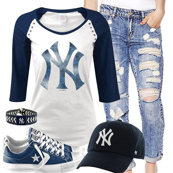 New York Yankees Converse Outfit