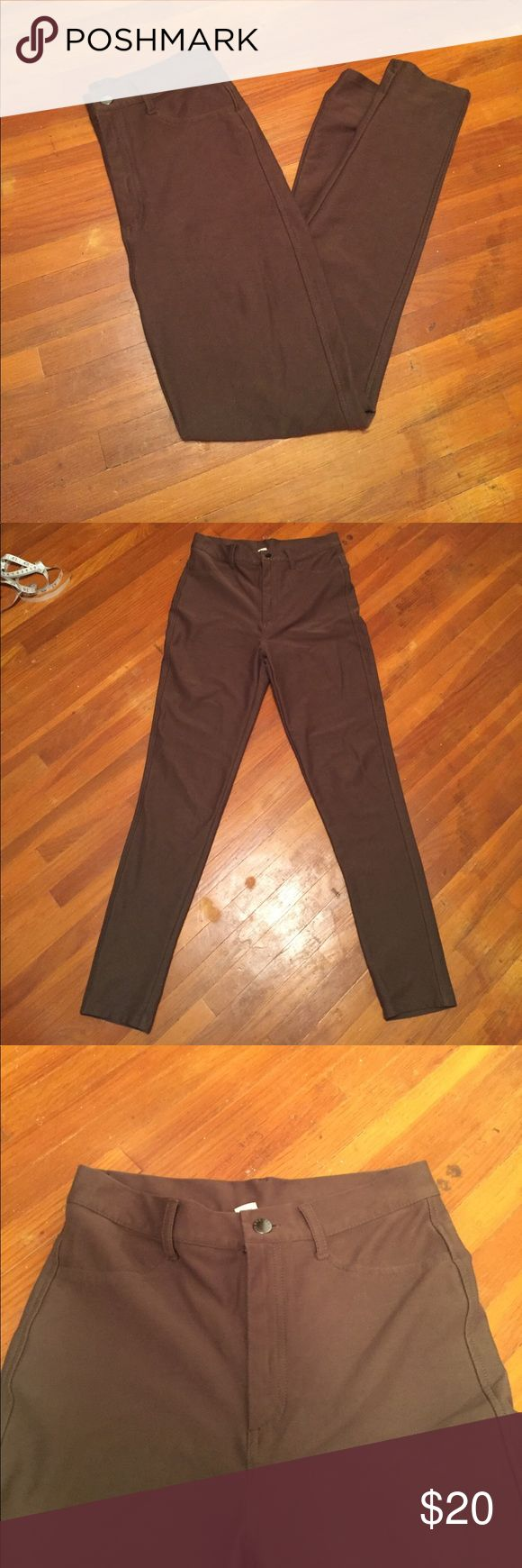 Brown Pants Brown high waisted pants from forever21. The pockets in the front are fake but the ones in the back are real. There's also a bit of a stretch to the pants. Gently used! Forever 21 Pants Skinny