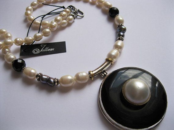 19 mm White Mabe and Black Onyx Pendant Pearl Necklace